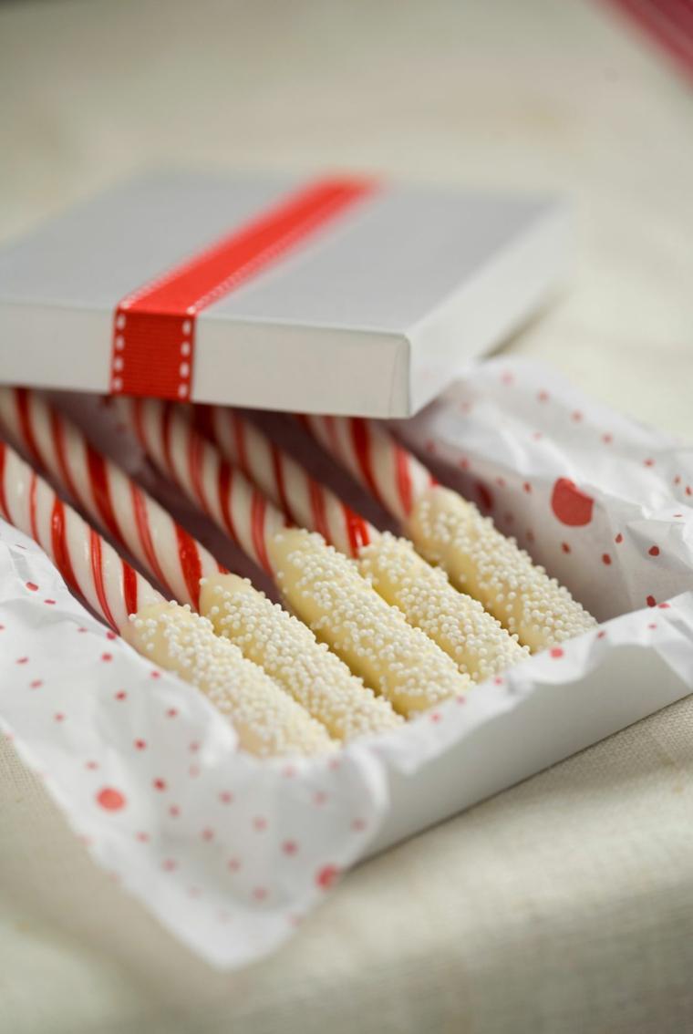 Regali romantici per lei, scatola con dolcetti, bastoncini al cioccolato bianco
