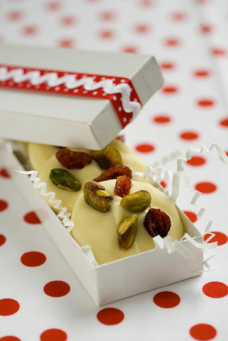 Idee regalo Natale per lei, scatola con dolcetti, biscotti al pistacchio, biscotti al cioccolato bianco
