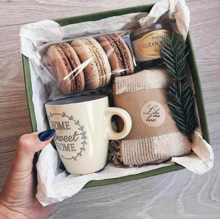 Regali originali per lui, scatola regalo natalizio, calze di lana, tazza personalizzata con scritta