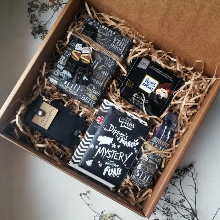 Pensierini di Natale, scatola con dolcetti, regalo natalizio portachiavi di pelle, scatola regalo