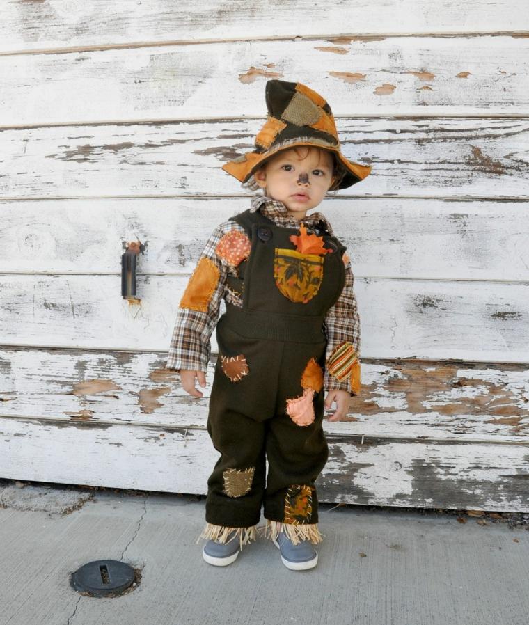 Bambino travestito da spaventapasseri, vestiti carnevale bambini fai da te, bimbo con trucco da spaventapasseri
