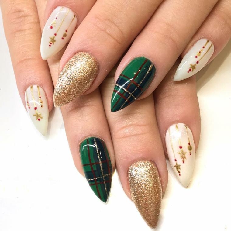 Unghie stiletto, smalto oro glitter, disegni natalizi per manicure, unghie gel natalizie