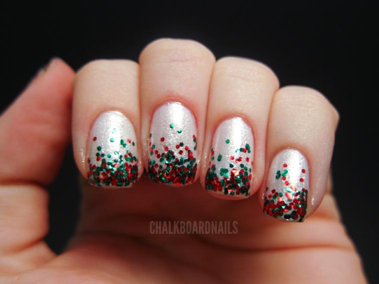 Smalto colore bianco glitter, smalto con lustrini colorati, unghie forma quadrata
