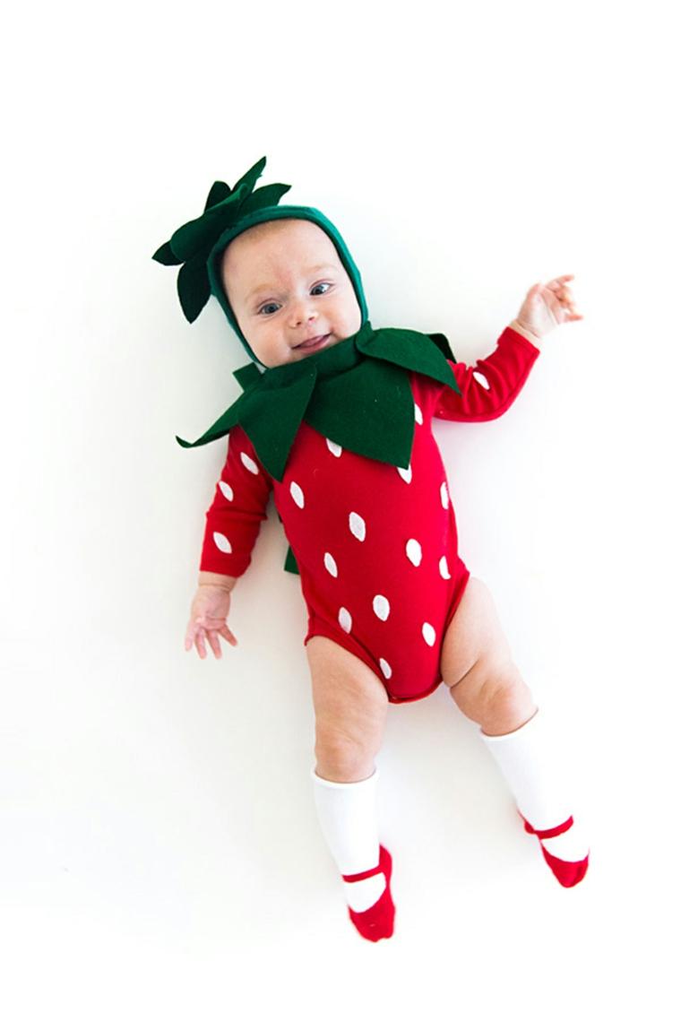 Bimba con tutina da fragola, costume carnevale neonato, bimba con cappellino di feltro