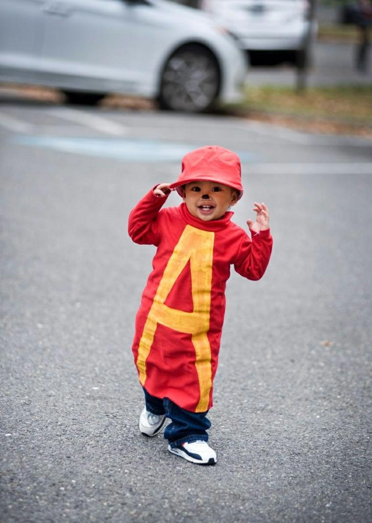 Vestiti carnevale bambini fai da te, bimbo travestito da Alvin, cappello berretto rosso