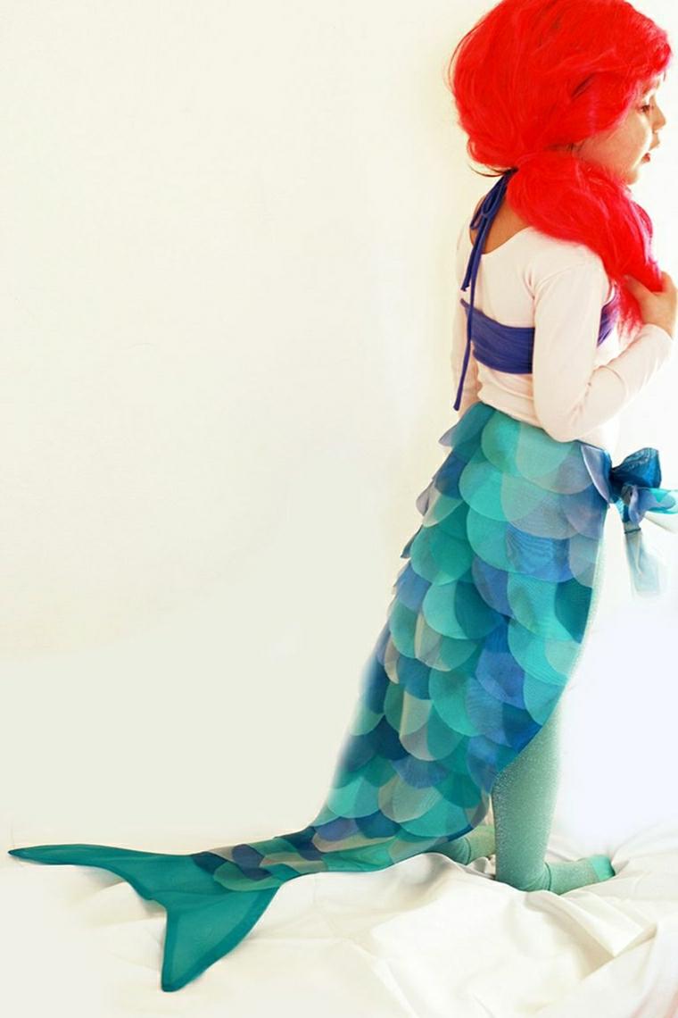 Bambina travestita da sirenetta, parrucca capelli rossi, vestiti carnevale bimba, coda di colore azzurro