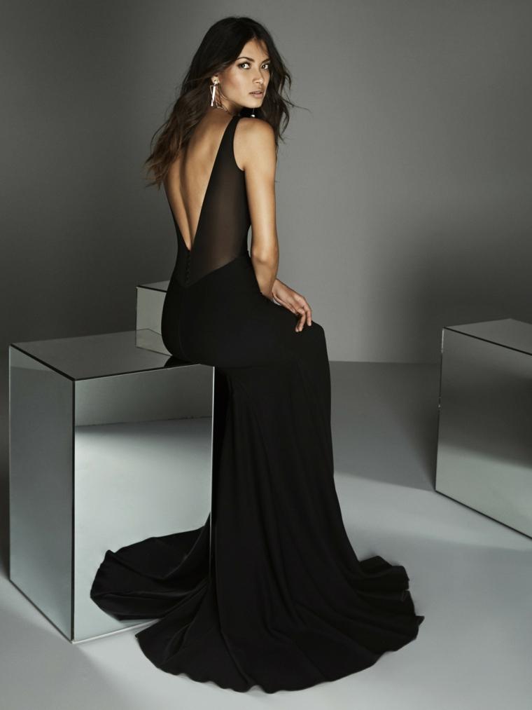 Tubini particolari, abito nero trasparente, vestito con schiena scoperta, donna con capelli neri mossi