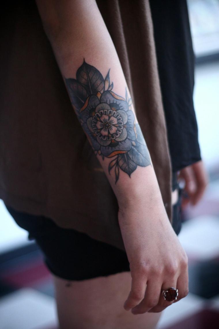 Tatuaggi e significati, tattoo sull'avambraccio, tatuaggio sul braccio di una donna