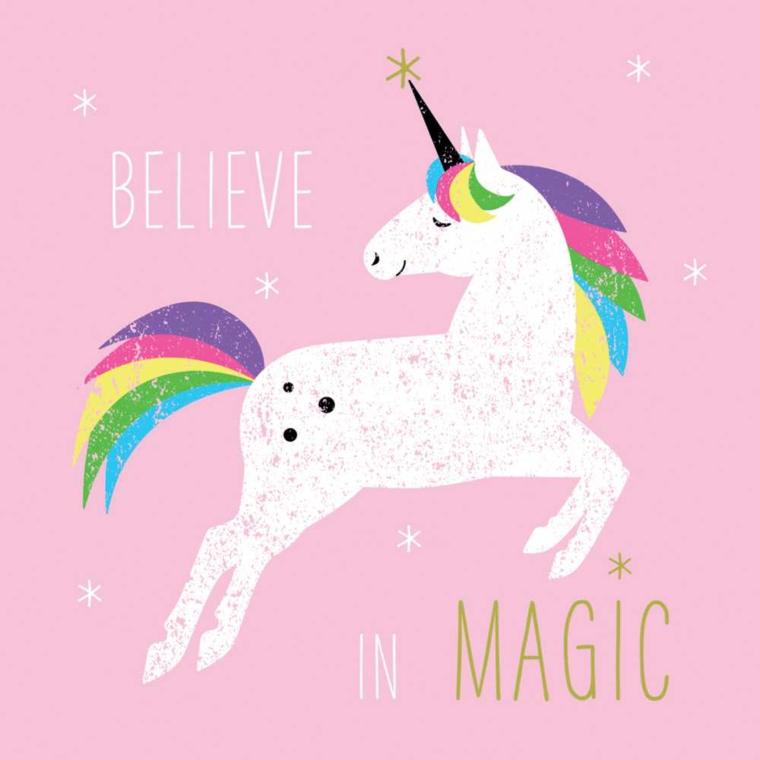 Unicorno stilizzato, scritta in inglese, disegno unicorno con criniera colorata e stelle