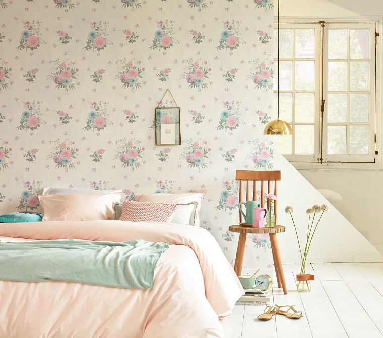 Sfondi floreali per i muri, camera da letto con carta da parati, sedia di legno e decorazioni