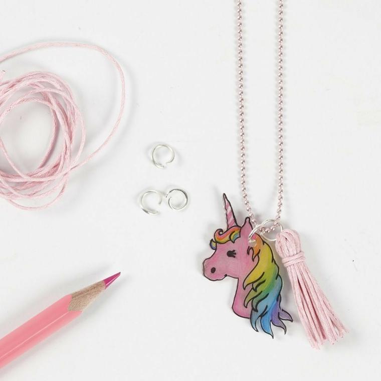 Ciondolo con catena unicorno, anelli in metallo e matita di colore rosa, spago di colore rosa