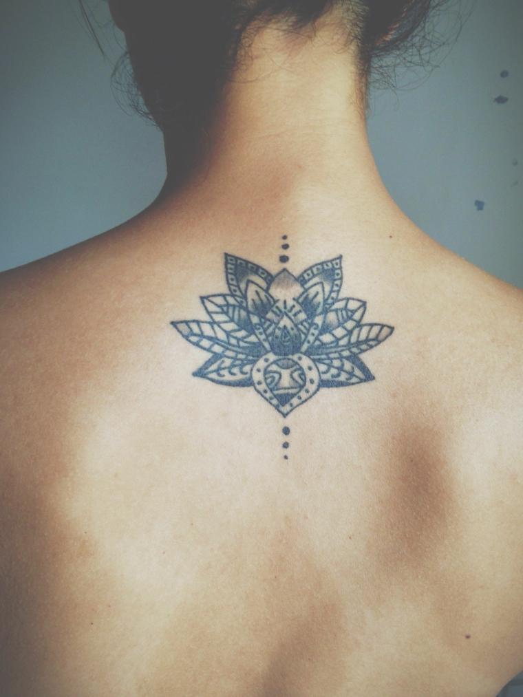 Fiore di loto tattoo, tatuaggio donna sulla schiena, tatuaggio con simboli del mandala