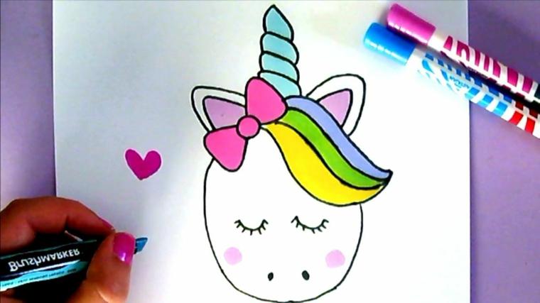 Immagini da disegnare facili, disegno con i pennarelli di un unicorno, disegno cuore