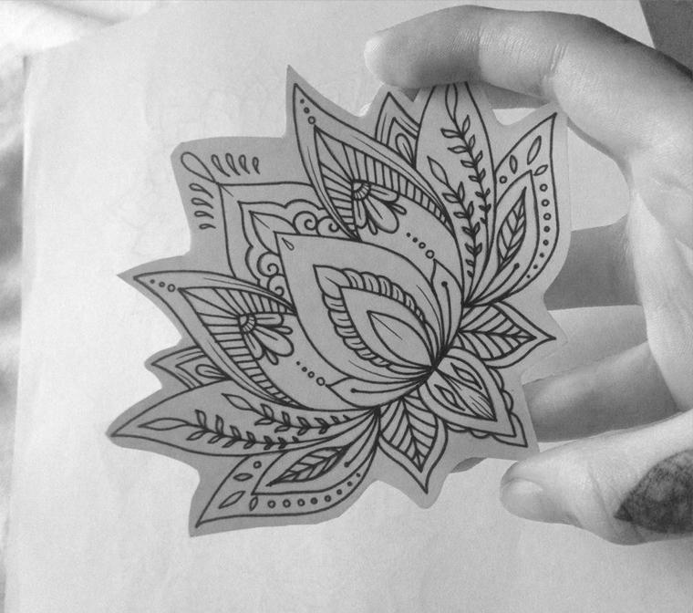 Disegno di un fiore di loto, idea per un tattoo stilizzato, fiore di loto simbolo mandala