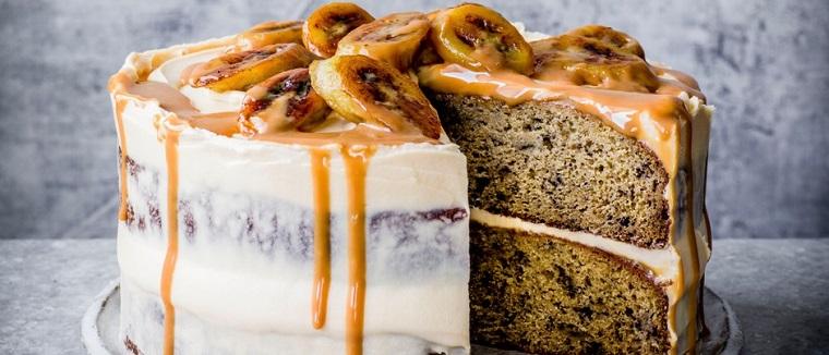 Torte di compleanno semplici da fare in casa, torta con banane e caramello