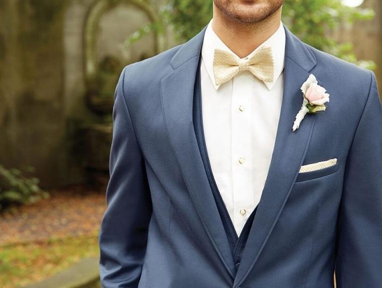 Come organizzare un matrimonio, uomo con costume elegante e fiore attaccato alla giacca
