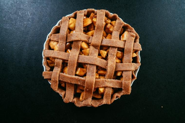 Crostata di mele, ingredienti per crostata, impasto per crostata con farina integrale