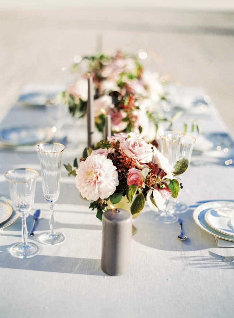 Matrimonio fai da te economico, centrotavola con vaso di fiori colorati