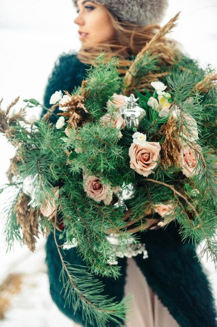 Bouquet di rametti verdi e pigne, matrimonio fai da te economico