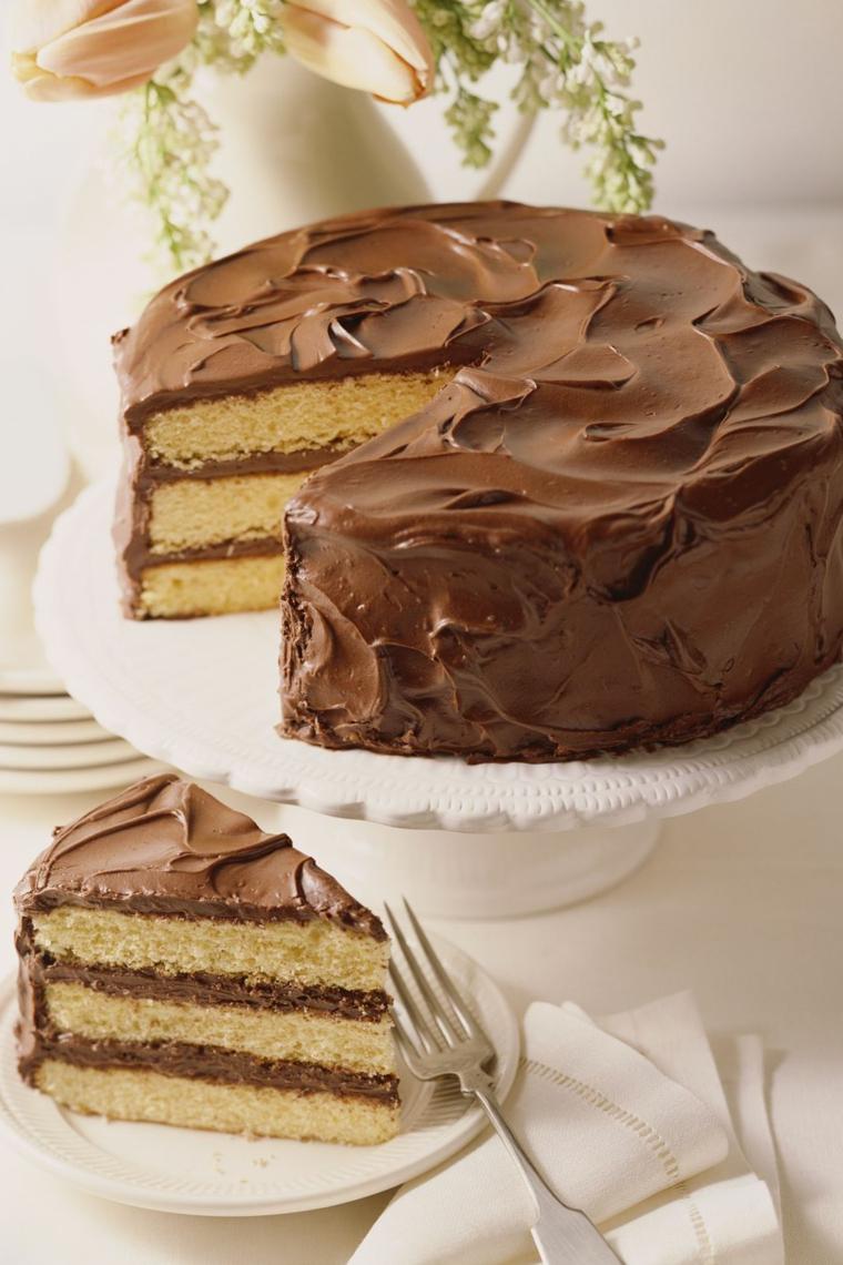 Torte bellissime, torta decorata con cioccolato spalmabile, torta con stati soffici