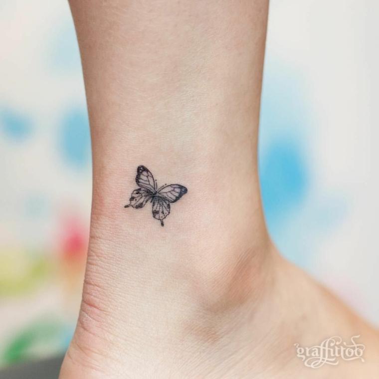 Farfalla tattoo, disegno di una farfalla sulla caviglia di una donna, tattoo piccolo con significato