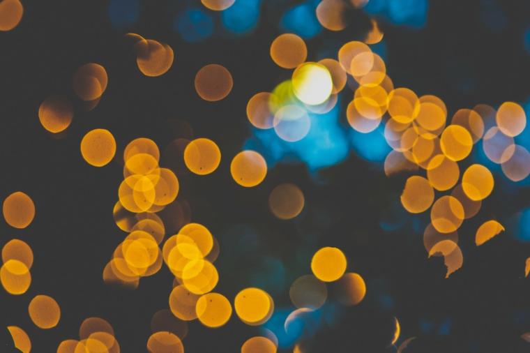 Foto per il desktop del computer, immagine con cerchi di colore giallo, sfondo foto colore scuro