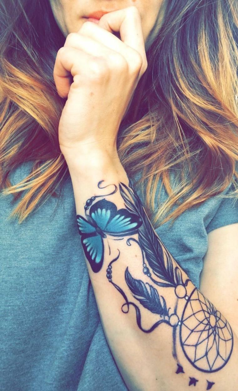 Tattoo acchiappasogni sull'avambraccio di una donna, tatuaggi significato libertà