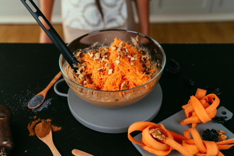 Ricetta torta di carote, impasto con carote grattugiate e noci pecan, impasto con carina di mandorle