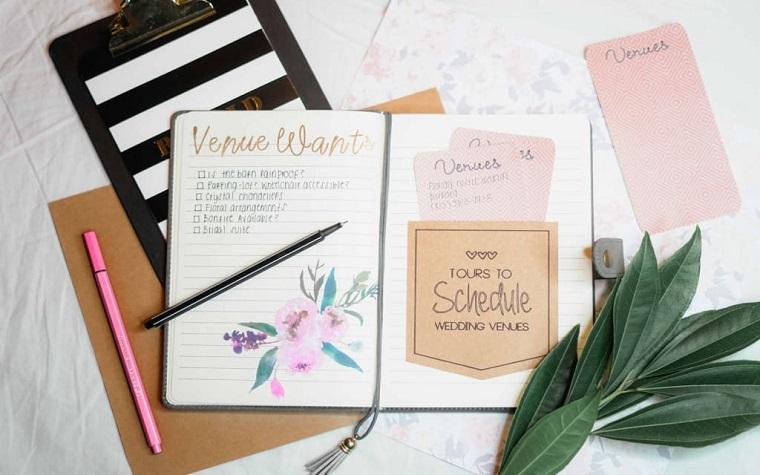 Come si organizza un matrimonio, quaderno con penna, lista delle cose da organizzare