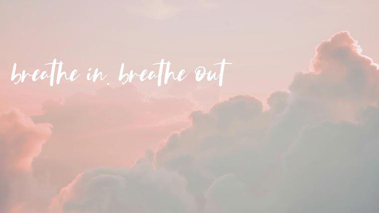 Sfondi con scritte, immagine di cielo con nuvole, citazione con scritta in inglese