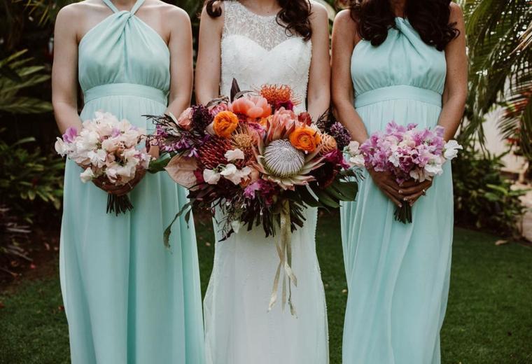 Sposa con le damigelle, bouquet sposa e damigelle, matrimonio in giardino