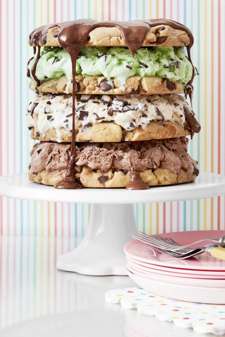 Torta con cookies di cioccolato, torta con cioccolato fondente fuso