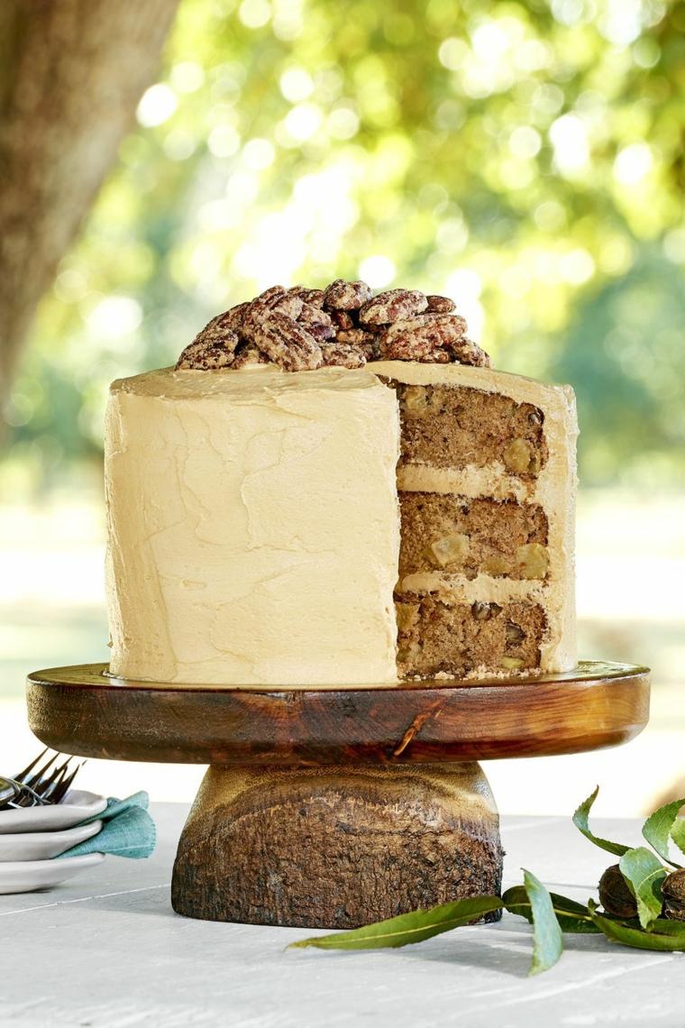 Decorazioni torte semplici, torta decorata con panna montata, torta con mela e cannella