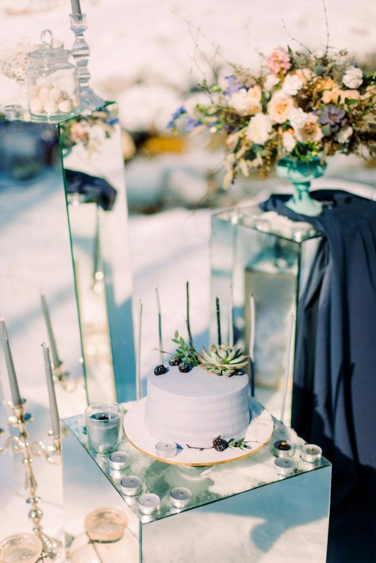 Torta nuziale con frutti di bosco, organizzare un matrimonio passo per passo