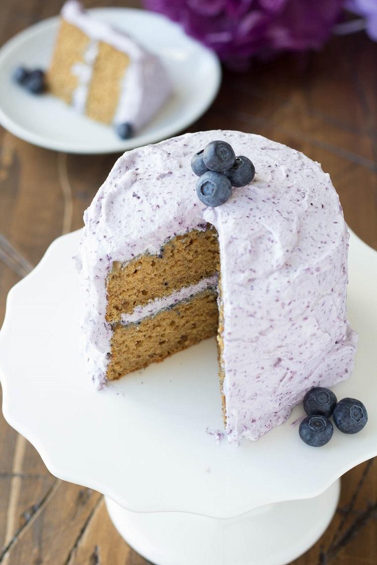 Torta compleanno bambini fatta in casa, torta con i frutti di bosco, torta con mirtilli