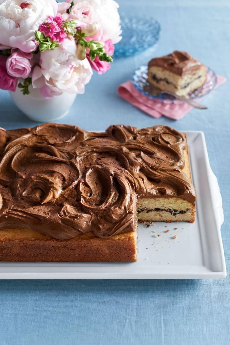 Torte di compleanno semplici da fare in casa, torta con mousse di cioccolato