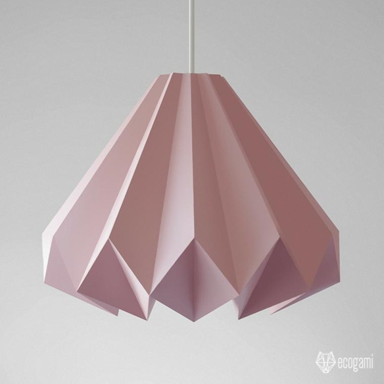 Origami istruzioni, foglio di carta di colore rosa piegato e attaccato ad uno stecchino di legno
