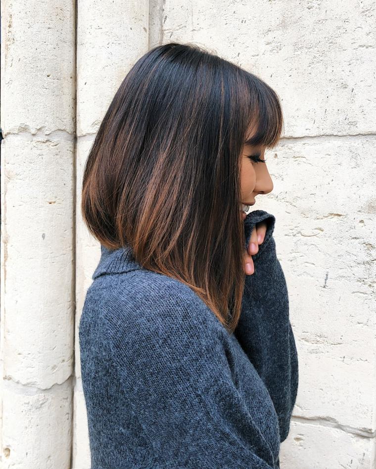 Balayage capelli corti, taglio corto lungo davanti, capelli di colore castano con riflessi