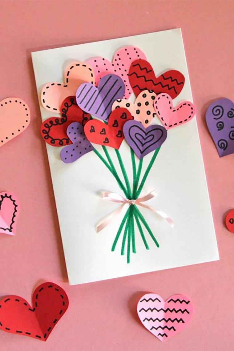 Bigliettino con cuori di carta, regalo cartolina per San Valentino