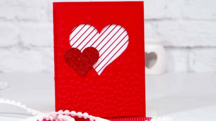 Bigliettino a forma di cuore con carta rossa, regalo per la festa di san valentino per lei