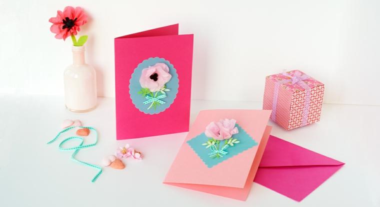 Regalo per lei per san valentino, cartoline con carta colorata e fiori incollati