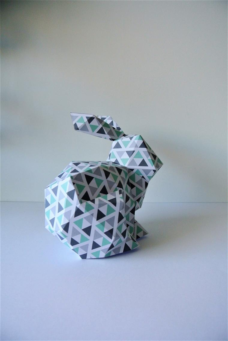Lavoretti facili, coniglio di carta per origami dipinta con triangoli