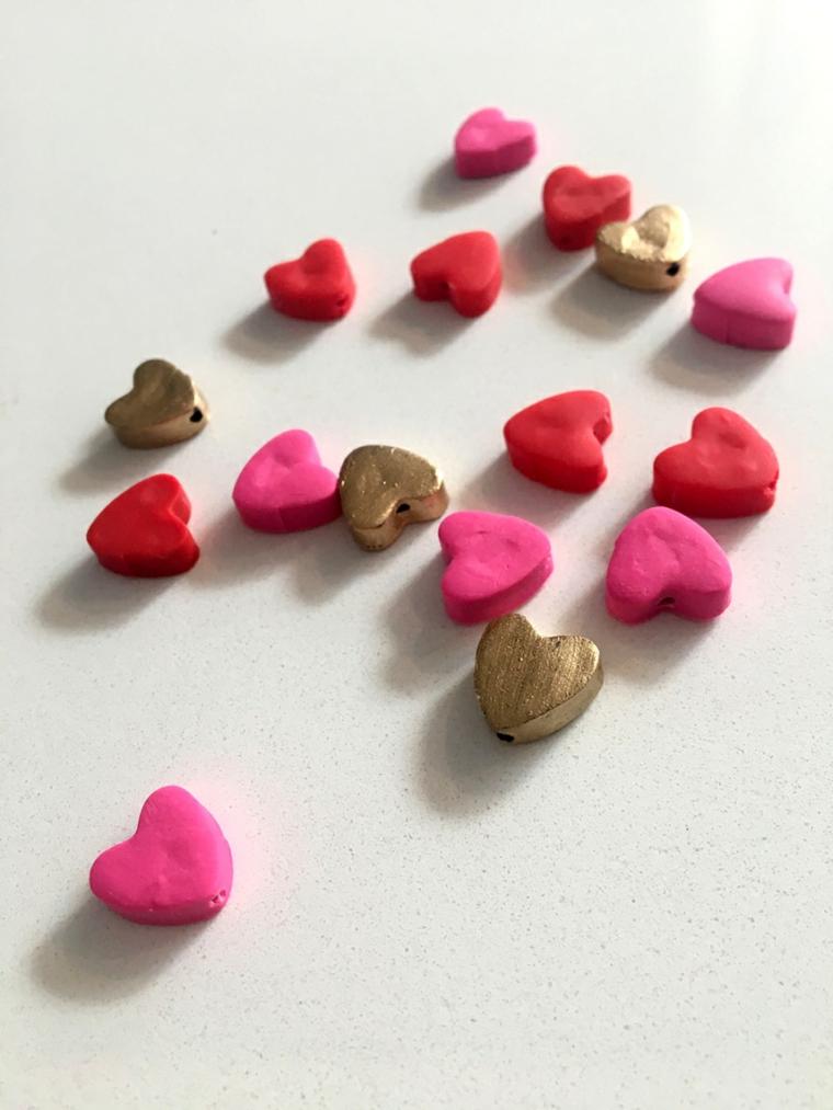 Cuori di argilla polimerica colorata, regali da fare a san valentino