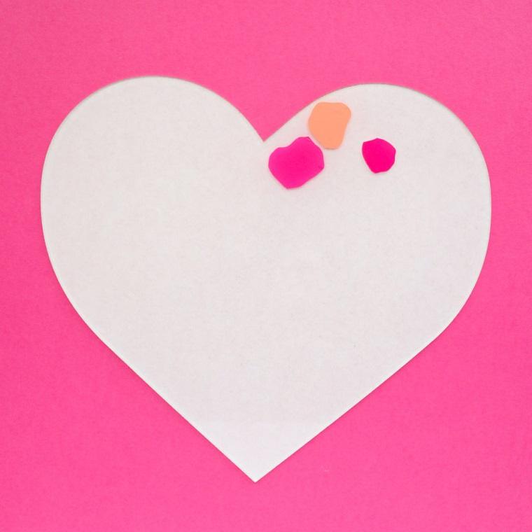 Regali fai da te per san valentino per lui, cuore con macchie di carta colorata