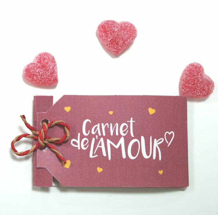 Diario dell'amore fai da te, caramelle a forma di cuore zuccherate, idea regalo per san valentino