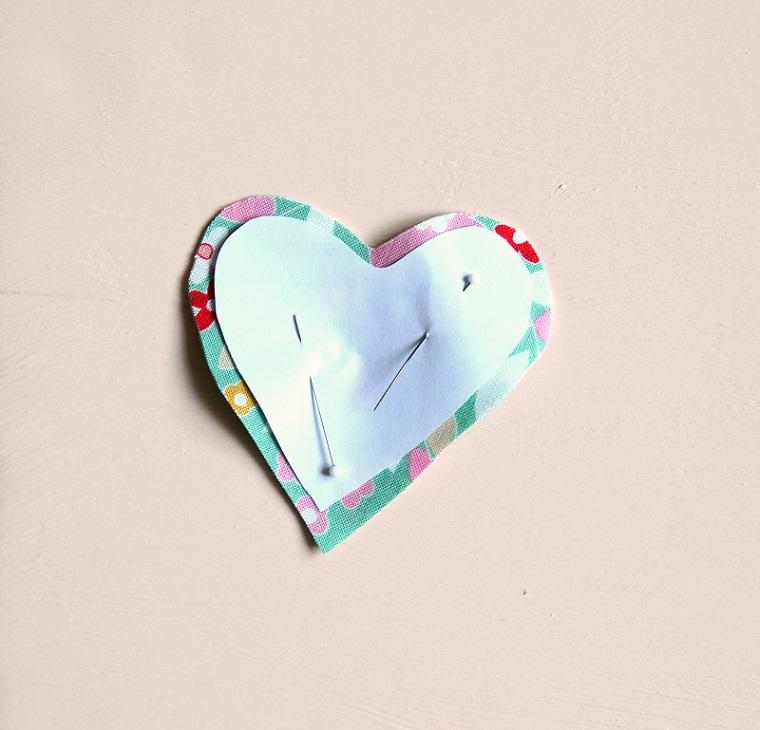 Regali per lui San Valentino fai da te, cuore di stoffa colorata con print floreali