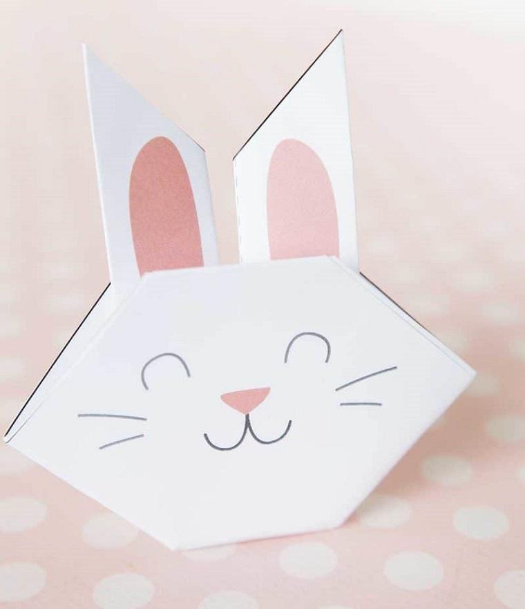 Origami facile, coniglio origami con carta di colora bianco, orecchie con carta rosa