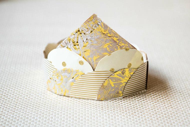 Origami facilissimi, corona origami con dischetti di carta colorata forma cerchio