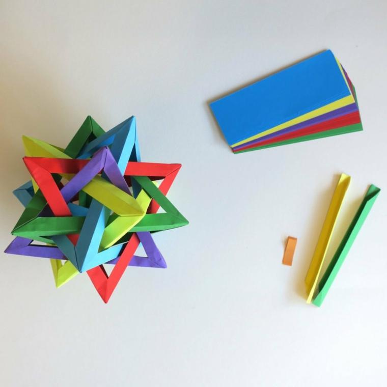 Origami facili per bambini, stelle di carta colorata per origami in strisce piegate