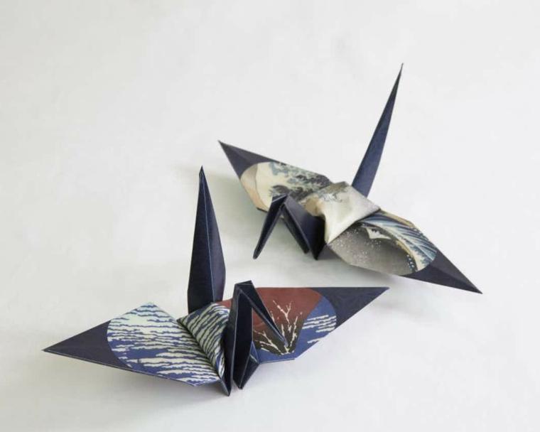 Origami facilissimi, cigno di carta colorata di blu per origami